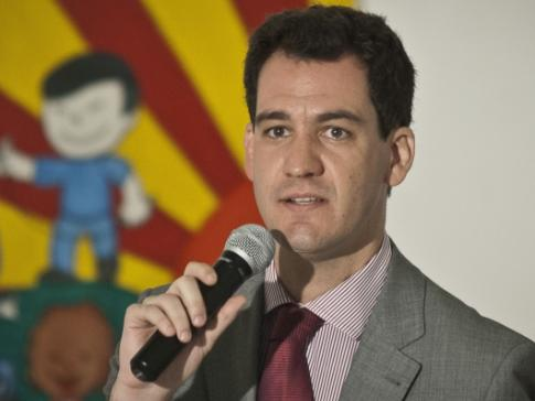 Ariel de Castro Alves, É coordenador da Comissão da Criança e do Adolescente do CONDEPE- SP (Conselho Estadual de Direitos Humanos), coordenador estadual do Movimento Nacional de Direitos Humanos, membro do Grupo Tortura Nunca Mais de São Paulo.