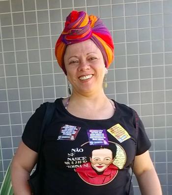 Imagem mostra a assistente social Maria Cristina de Oliveira