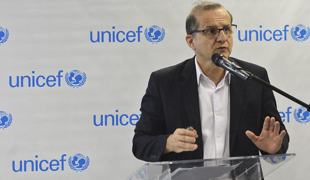Coordenador do programa de cidadania da Unicef, Mario Volpi, durante lançamento de relatório com os principais avanços e desafios relacionados à infância e adolescência nos 25 anos do ECA (Antonio Cruz/Agência Brasil)