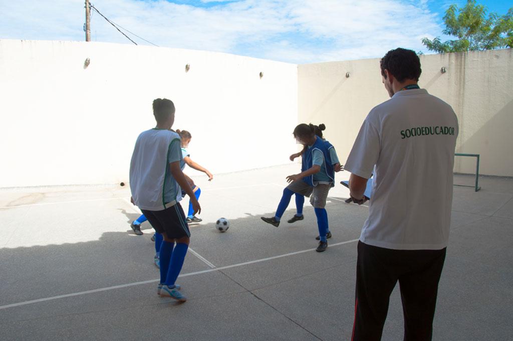 Adolescentes que cumprem medidas socioeducativas participam de atividade esportiva no Mato Grosso. Crédito: Governo de Mato Grosso/Divulgação