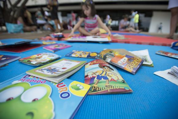 Dia da Infância é comemorado em 24 de agosto, e a Rede Peteca fez uma lista de livros para celebrar a data