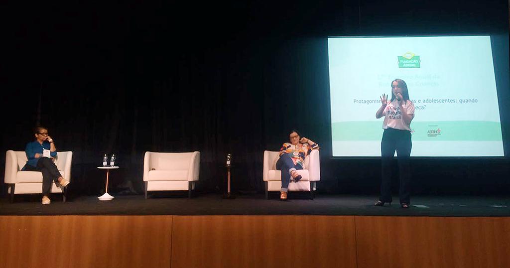 Palestra de Anna Luiza Calixto no 17º Encontro da Rede Nossas Crianças. Crédito: Bruna Ribeiro