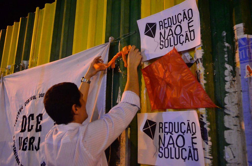 Manifestantes protestam em praças no Rio de Janeiro, em 2015, contra a redução da maioridade penal (Crédito: Tomaz Silva/Agência Brasil)