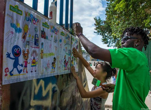 Ação nas ruas da campanha somos todos Maré