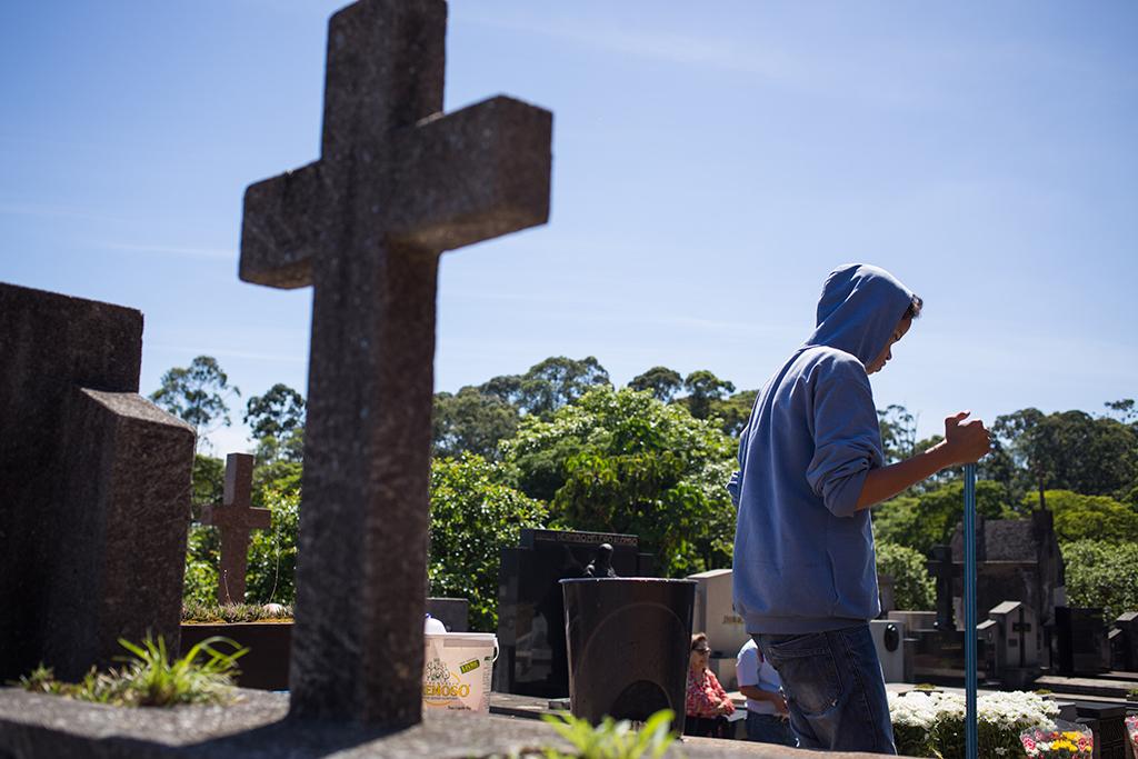 Trabalho Infantil no Cemitério do Araçá em São Paulo