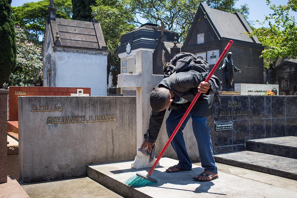 Trabalho infantil no cemitério do Araçá
