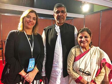 Luciana Conforti (Anamatra, à esq.) e Nobel da Paz Kailash Satyarthi na Conferência Mundial para a Erradicação Sustentável do Trabalho Infantil. (Crédito: Arquivo Pessoal)