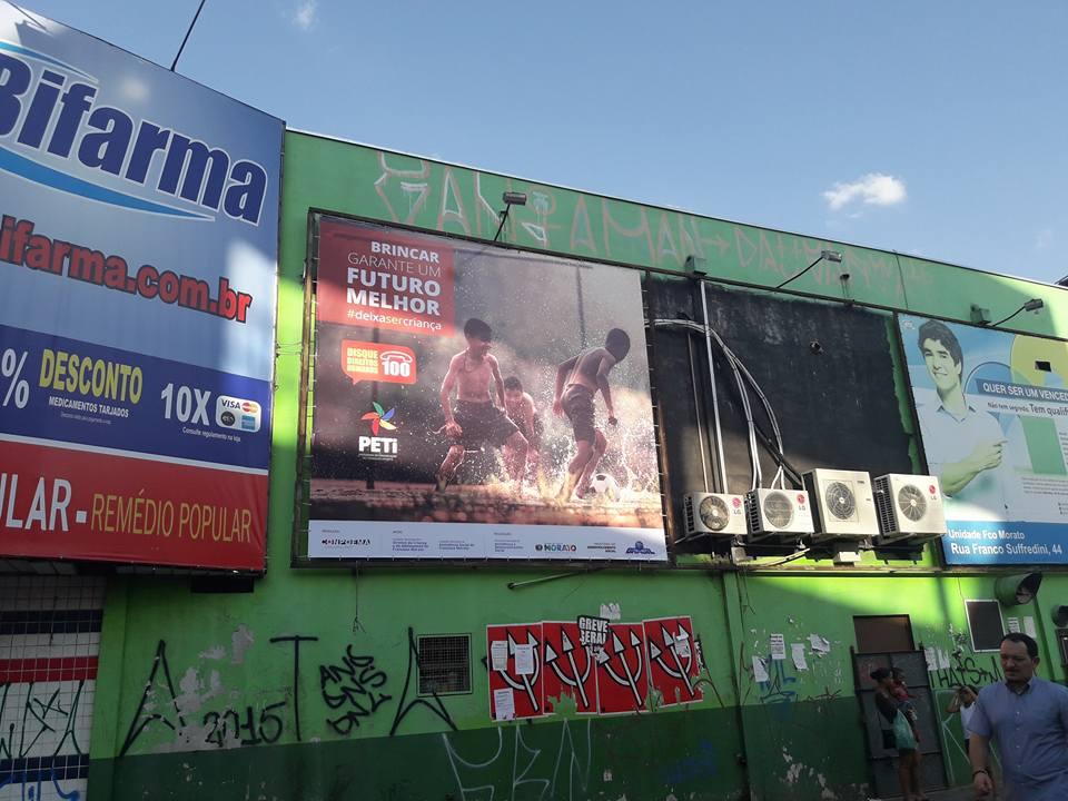Campanha de sensibilização da Associação Conpoema pelas ruas de Francisco Morato (SP). Crédito: Divulgação