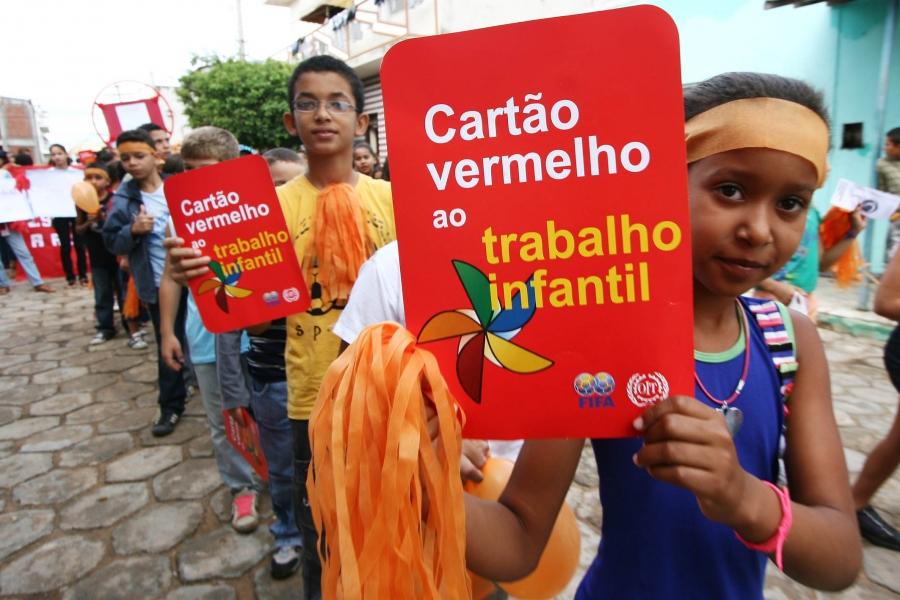 Cartão Vermelho ao Trabalho Infantil Crédito: Divulgação / MDS/ Agência Alagoas de Notícias