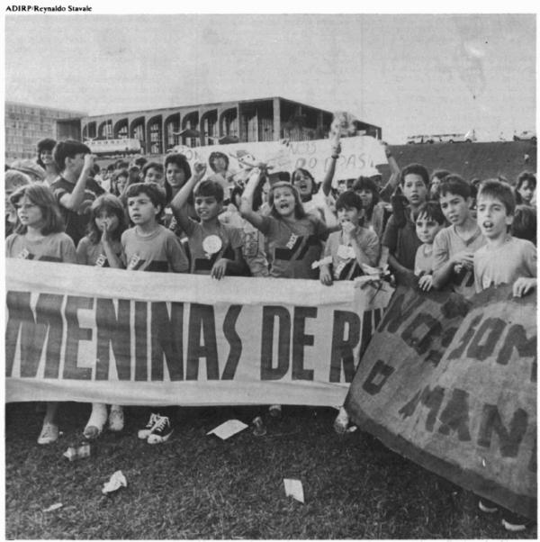 Movimento Nacional de Meninos e Meninas de Rua, nos anos 1980. Crédito Reynaldo Stavale/Reprodução do site Plenarinho