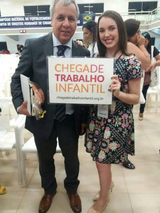 Luis Pederneira dando apoio à Campanha Chega de Trabalho Infantil, ao lado da colunista da Rede Peteca, Anna Luiza Calixto (Foto: Ana Paula Calixto)