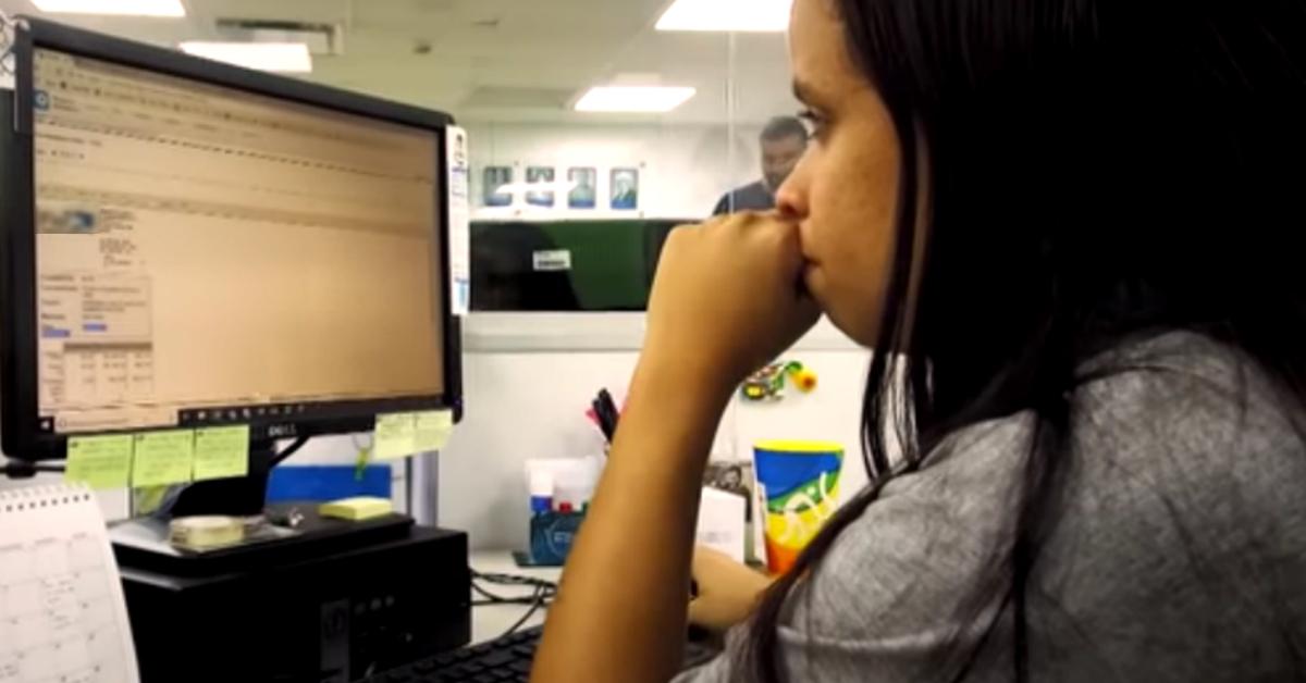 """Reprodução do documentário """"Aprendizagem – O Futuro em Construção"""""""
